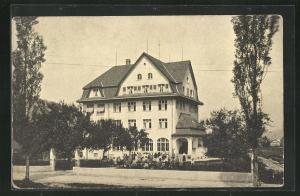 AK Neu St. Johann, Schülerheim mit Kindern vor dem Eingang