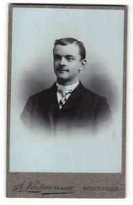 Fotografie A. Lauterwasser, Ueberlingen, Portrait junger Herr mit Seitenscheitel