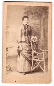 Fotografie Robert Pfeiffer, Seidenberg, Portrait Dame in zeitgenöss. Garderobe, Gründerzeit
