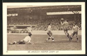 AK Amsterdam, Olympiade 1928, Fussballspiel, De Uruguay Keeper loopt uit