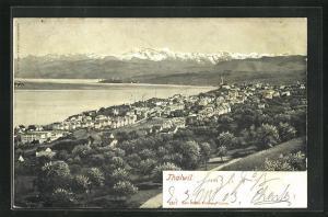 AK Thalwil, Totalansicht von Anhöhe aus auf Kirche, Häuser, Gebirge und Wasser