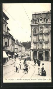 AK Épinal, La Place des Vosges et la Rue de l`Hotel-de-Ville