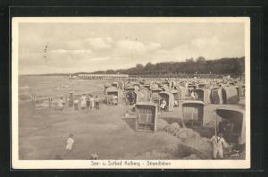 AK Kolberg, Blick auf Strand mit Strandkörben und Kinder