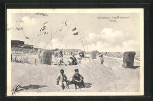 AK Ost-Dievenow, Strand mit Strandkörben und Kindern
