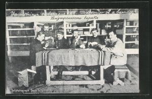 AK Langensalza, Kriegsgefangene in Baracke bei Kartenspiel