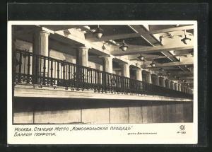 AK Moskau, Untergrundbahnstation, Komsomol-Platz, Balkon auf dem Bahnsteig