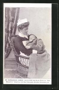 AK London, Kinderfürsorge, Krankenschwester mit blindem Kind im Arm, Dr. Barnardo`s Homes