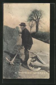 AK Strassenbau, Arbeiter mit Pickel, A Wayside Worker