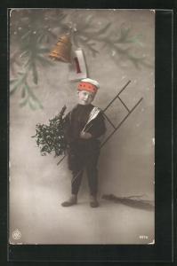 AK Schornsteinfeger, Junge ist verkleidet mit Leiter, hält Mistelzweig, Glocke und Kalenderblatt