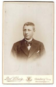 Fotografie Paul König, Annaberg i/Erzgeb., Portrait junger Mann mit Bürstenhaarschnitt