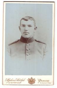 Fotografie Alphons Adolph, Passau, Portrait junger Soldat in Uniform