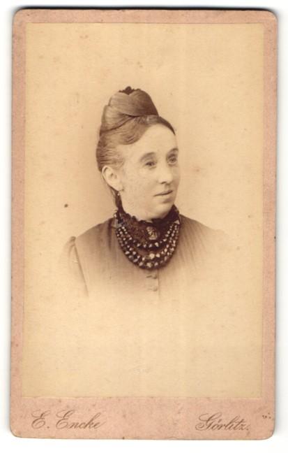 Fotografie Ernst Encke, Görlitz, Portrait Dame mit Halskette 0