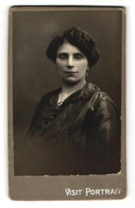 Fotografie Fotograf & Ort unbekannt, Portrait Dame mit Hochsteckfrisur
