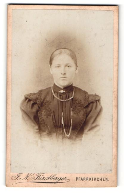 Fotografie F. N. Fürstberger, Pfarrkirchen, Portrait Dame mit Halskette 0