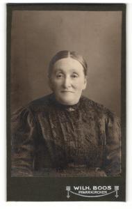 Fotografie Wilh. Boos, Pfarrkirchen, Portrait einer älteren Frau