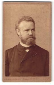 Fotografie J. C. Schaarwächter, Berlin, Portrait Herr mit Schnautzer