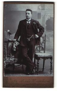Fotografie Arnold Hirnschrodt, Ried i. Innkreis, Portrait Herr im Anzug