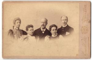 Fotografie Osw. Welti, Lausanne, Portrait bürgerl. Familie mit drei erwachsenen Kindern, Familie Welti