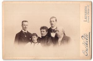 Fotografie Osw. Welti, Lausanne, Portrait bürgerliche Familie