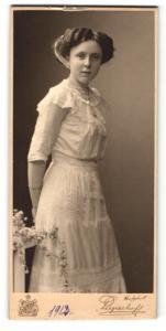Fotografie Pieperhoff, Halle a. Saale, Portrait junges Mädchen im Kleid