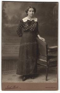 Fotografie Josef Henk, Oberhollabrunn, Portrait bürgerliche junge Frau