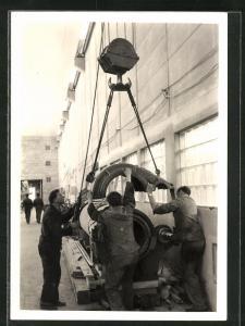 Foto-AK Cham, Erweiterung der Papierfabrik 1959, Montage von Maschinen