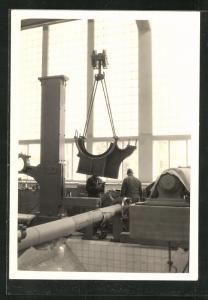 Foto-AK Cham, Erweiterung der Papierfabrik 1959, Maschinenmontage in einer Halle