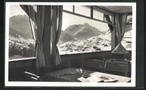 AK Hirschegg, Waldemar-Petersen-Haus, Blick aus dem Fenster auf das verschneite Gebirge