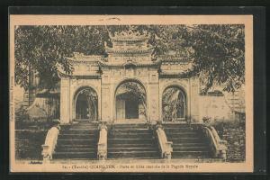 AK Quang-Yen, Porte et Allee centrale de la Pagode Royale