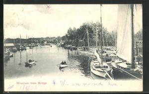 AK Wroxham, Blick auf Fluss mit Segelbooten von Brücke