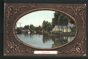 Passepartout-AK Wroxham, Blick vom Wasser auf Brücke, Boote und Häuser