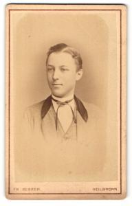 Fotografie Fr. Berrer, Heilbronn, Portrait junger Herr in Anzug