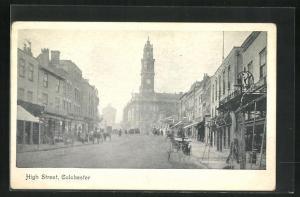 AK Colchester, High Street, Blick auf geschäftige Strasse und hoher Turmuhr