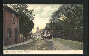 AK Walton-on-Naze, High Street, Blick auf matschige Strasse und Kirche