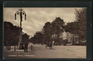 AK Cheltenham, Lansdown Place, Blick auf breite Strassen mit Häuser
