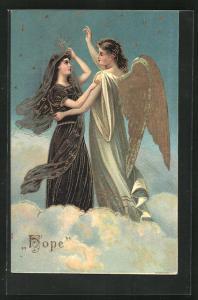 Präge-AK Engel mit junger Frau in dunklem Gewand auf Wolke, Allegorie Hope, goldene Farbe