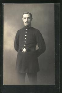 AK Polizist in Uniform