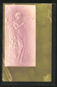 Präge-AK Junge Frau mit Singvögeln auf einem Zweig, Jugendstil