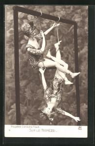 AK Poupees Consuelo Fould, Sur le Trapeze, Puppen am Trapez