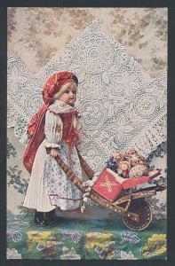 AK Praha, Zadruha, Puppe mit Ostereiern auf einem Karren
