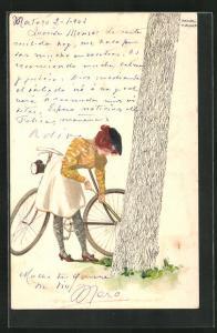 Künstler-AK Raphael Kirchner: Frau pumpt hinter einem Baum ihren Fahrradreifen auf
