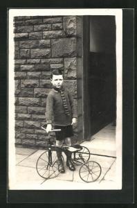 Foto-AK Kleiner Junge mit seinem Dreirad