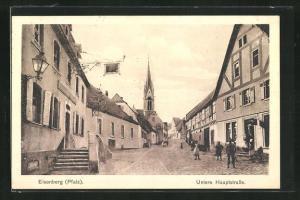 AK Eisenberg / Pfalz, Untere Hauptstrasse mit Blick zur Kirche