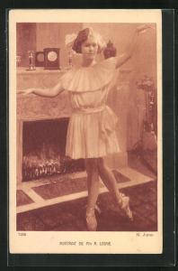 AK Ballett, Portrait de Mlle. R. Lodge vor einem Kamin in Tanzpose