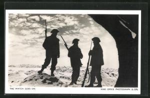 AK The watch goes on, Britischer Soldaten in Uniformen mit Gewehren