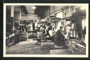 AK Holmegaards Glasvoerk, En Afdeling af Sliberiet, Glasarbeiter in der Fabrik