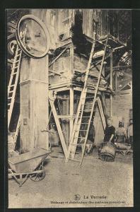 AK La Verrerie, Melange et distribution des maieres premieres, Inneres einer Glaserei