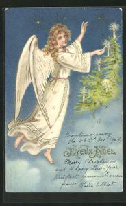 Präge-AK Joyeux Noel, Weihnachtsengel zündet Kerzen an