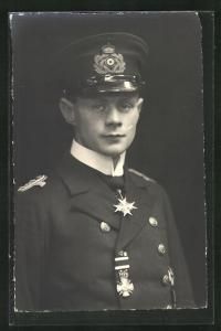 AK Portrait Kapitänleutnat Hans Walther in Uniform mit Schirmmütze, U17 & U52