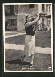 AK Nancy Carroll spielt Golf